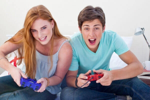 VIDEO GAME PLAYERS TEENS